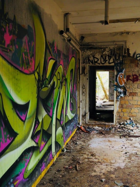 Kinderkrankenhaus Weißensee - Lost Places Berlin. Graffitis überall