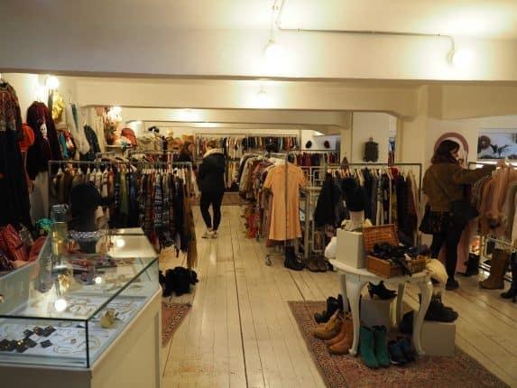 Zweite Etage des Retrock Designer Vintage Store Budapest