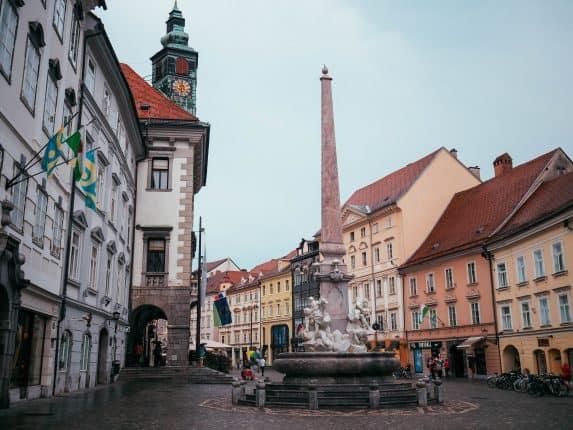 In zwei Tagen in Ljubljana kann man einige Sehenswürdigkeiten besuchen. Die Stadt des Drachen lockt mit der Burg Ljubljana & Jože Plečnik's Architektur.