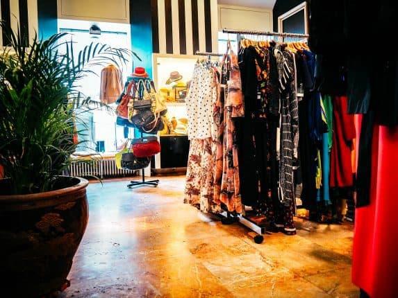 Der Designer Vintage Store Divas Vintage in Ljubljana ist ein Goldstück für deine Vintage Shopping Tour in Ljubljana, Slowenien. Adresse und Öffnungszeiten.