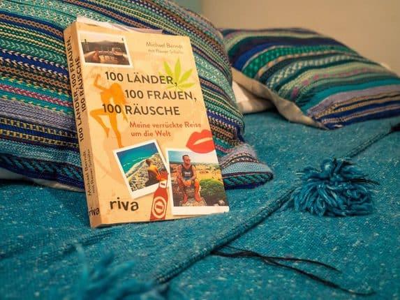 100 Länder, 100 Frauen, 100 Räusche ein Buch, das zum Reisen ermutigt und dem Leser ein hohes Maß an Toleranz abverlangt. Eine Buchrezension mit Schmackes.