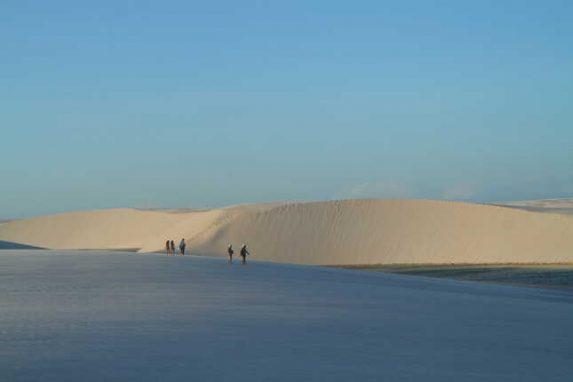 Lençóis Maranhenses ist Brasiliens magische Dünenlandschaft. In den Sanddünen Brasiliens fühlt es sich fast an wie in der Sahara. Tipps zur Wüste Brasiliens