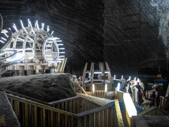 Die Salina Turda ist ein Freizeitpark der besonderen Sorte. In Rumänien, nahe Cluj-Napoca, geht es 120 Meter tief in die Erde ins Salzbergwerk Turda.