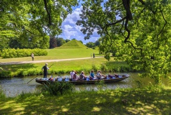 Pyramide Brandts Park. Entdecke 7 außergewöhnliche Orte in Brandenburg mit Pyramiden, der  wohl kleinsten Galerie der Welt und dem Ritter Kalebuz. Es erwarten die kuriose Orte.