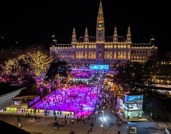25 Jahre Wiener Eistraum mit Gratiseislaufen. 9.000 m² Eislaufvergnügen in Wien, Österreich. Zur Eröffnung Eislaufen für alle kostenlos. Alle Infos hier...