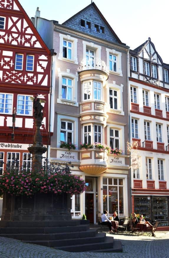Kaffeegenuss ist Kult in Deutschland & auch an der Mosel weiß man neben Wein auch Kaffee zu genießen. Tipps für die schönsten Cafés entlang der Mosel.